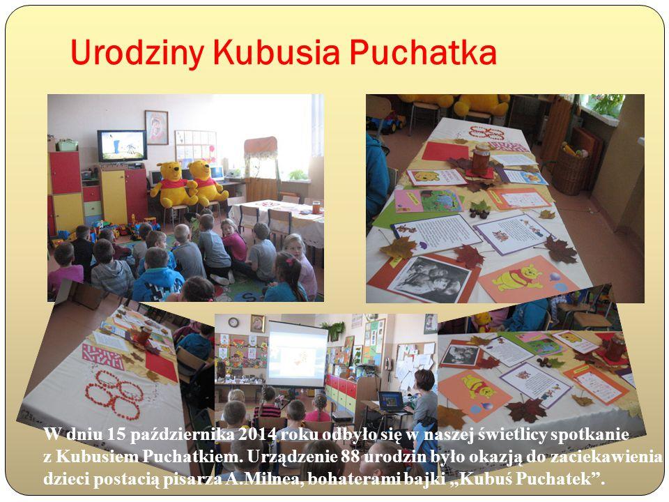 Urodziny Kubusia Puchatka Dzieci z zaciekawieniem oglądały prezentację przygotowaną z tej okazji.