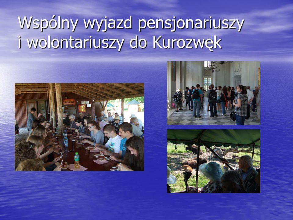 Wspólny wyjazd pensjonariuszy i wolontariuszy do Kurozwęk