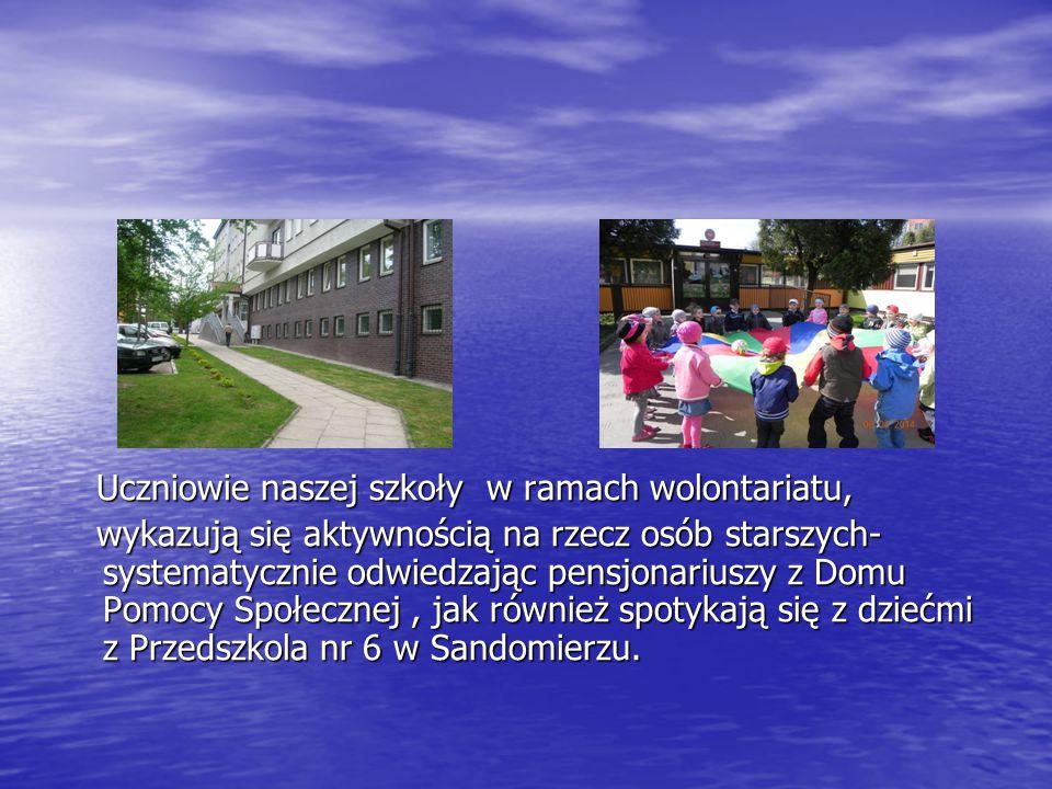 Uczniowie naszej szkoły w ramach wolontariatu, Uczniowie naszej szkoły w ramach wolontariatu, wykazują się aktywnością na rzecz osób starszych- systematycznie odwiedzając pensjonariuszy z Domu Pomocy Społecznej, jak również spotykają się z dziećmi z Przedszkola nr 6 w Sandomierzu.