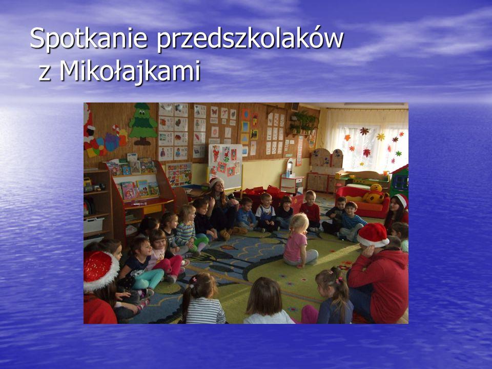 Spotkanie przedszkolaków z Mikołajkami