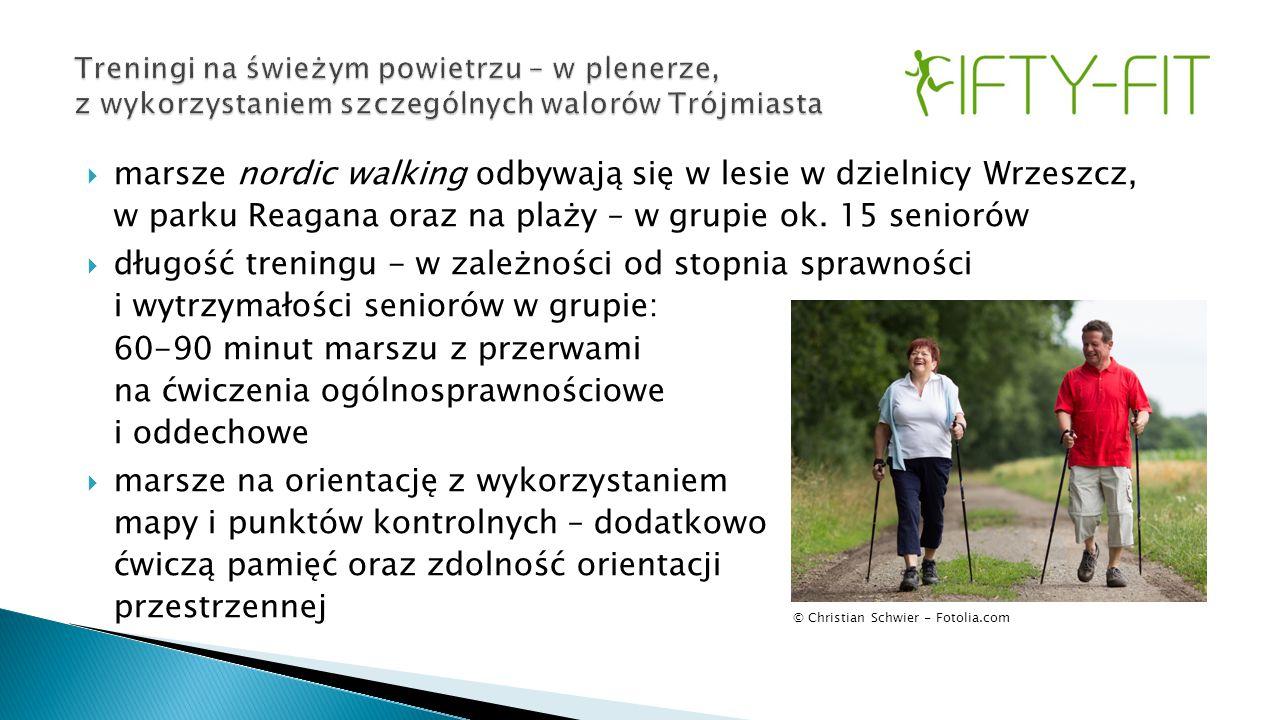  marsze nordic walking odbywają się w lesie w dzielnicy Wrzeszcz, w parku Reagana oraz na plaży – w grupie ok. 15 seniorów  długość treningu - w zal