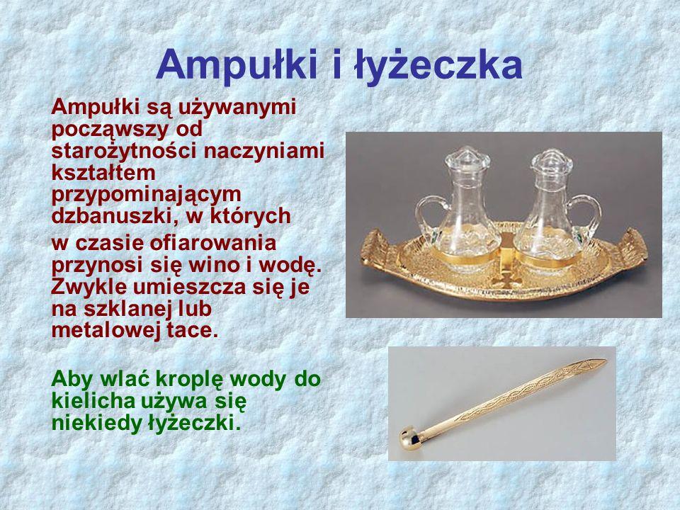 Ampułki i łyżeczka Ampułki są używanymi począwszy od starożytności naczyniami kształtem przypominającym dzbanuszki, w których w czasie ofiarowania prz