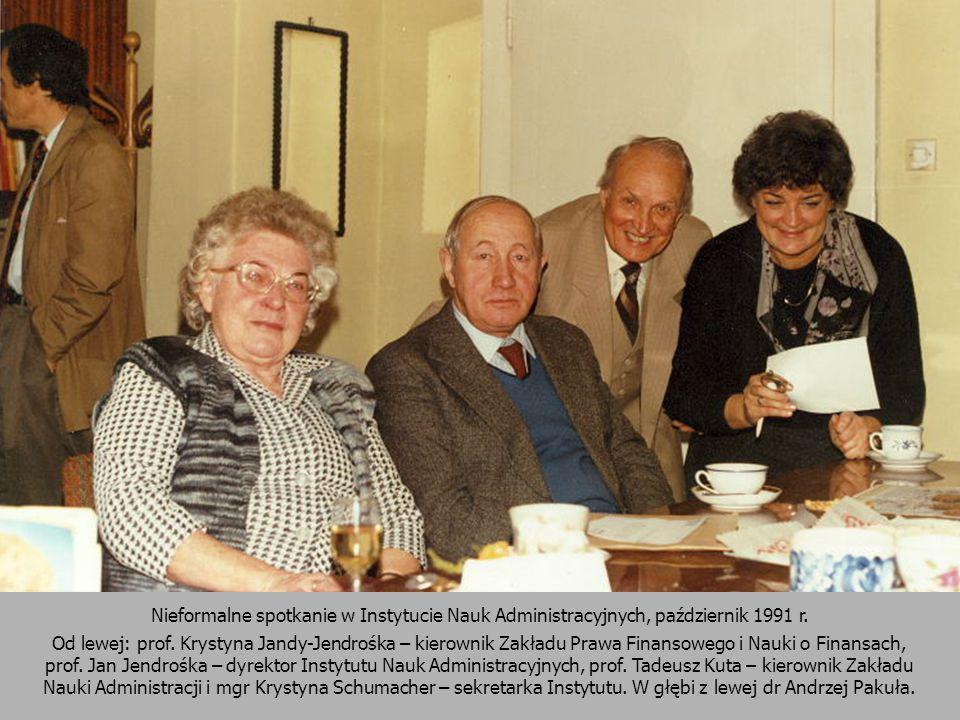 Nieformalne spotkanie w Instytucie Nauk Administracyjnych, październik 1991 r. Od lewej: prof. Krystyna Jandy-Jendrośka – kierownik Zakładu Prawa Fina