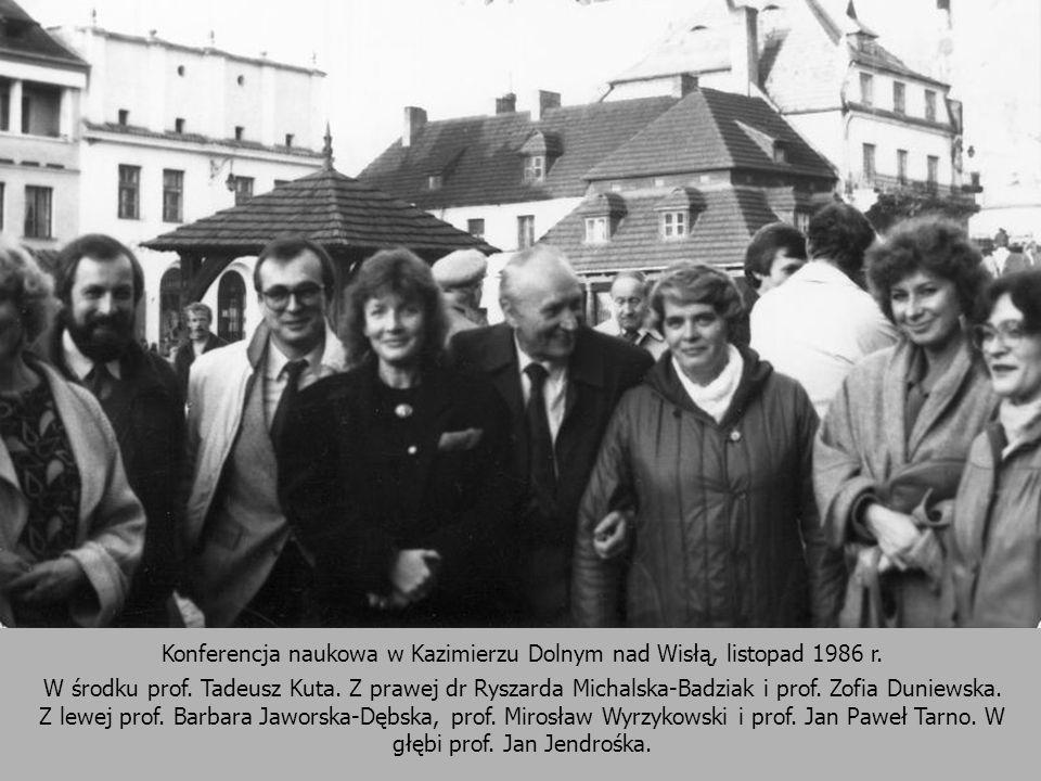 Konferencja naukowa w Kazimierzu Dolnym nad Wisłą, listopad 1986 r. W środku prof. Tadeusz Kuta. Z prawej dr Ryszarda Michalska-Badziak i prof. Zofia