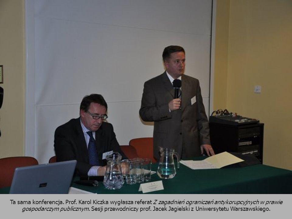 Ta sama konferencja. Prof. Karol Kiczka wygłasza referat Z zagadnień ograniczeń antykorupcyjnych w prawie gospodarczym publicznym. Sesji przewodniczy