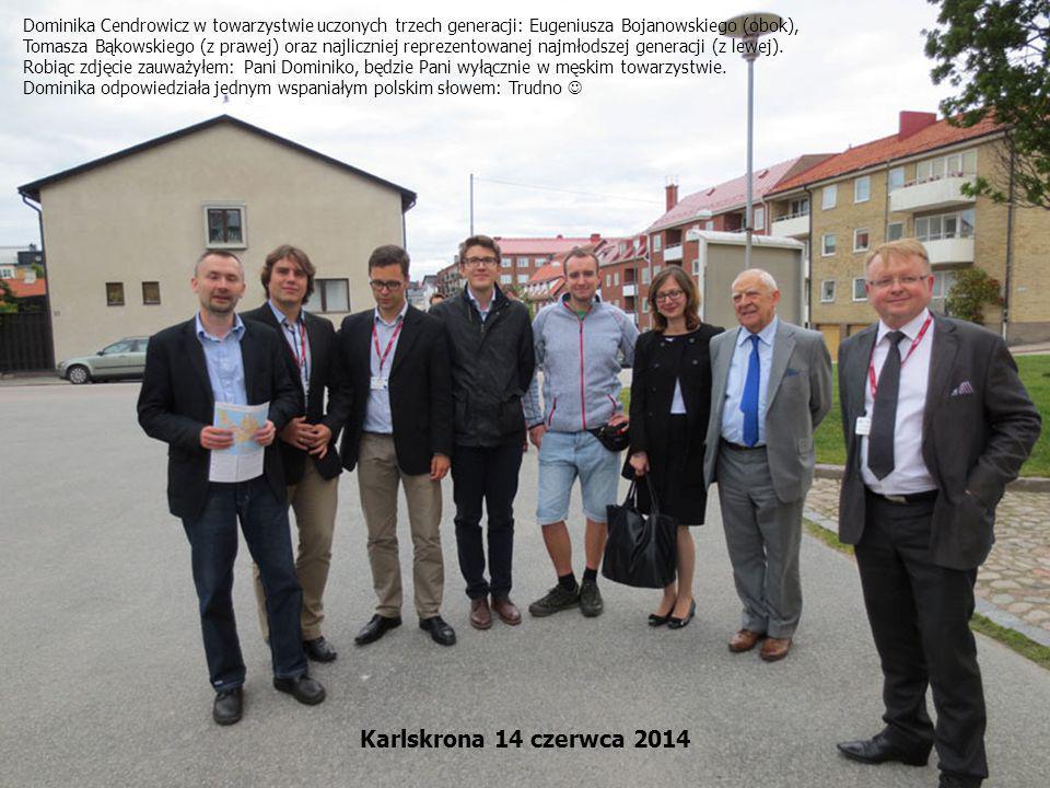 Dominika Cendrowicz w towarzystwie uczonych trzech generacji: Eugeniusza Bojanowskiego (obok), Tomasza Bąkowskiego (z prawej) oraz najliczniej repreze