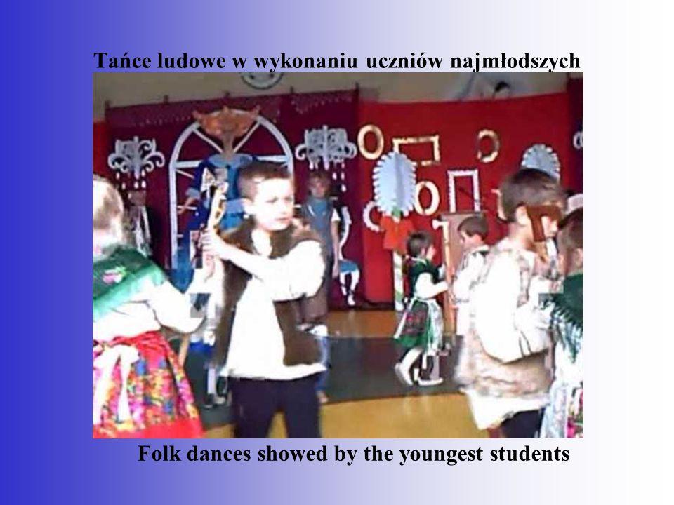 Tańce ludowe w wykonaniu uczniów najmłodszych Folk dances showed by the youngest students