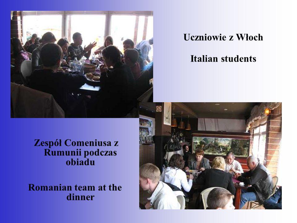 Uczniowie z Włoch Italian students Zespół Comeniusa z Rumunii podczas obiadu Romanian team at the dinner