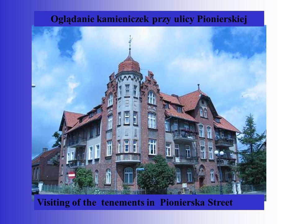 Oglądanie kamieniczek przy ulicy Pionierskiej Visiting of the tenements in Pionierska Street