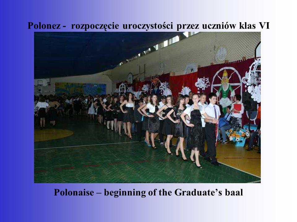 Polonez - rozpoczęcie uroczystości przez uczniów klas VI Polonaise – beginning of the Graduate's baal