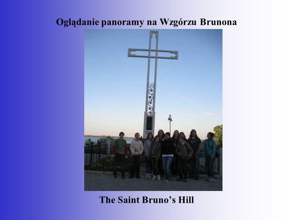 Oglądanie panoramy na Wzgórzu Brunona The Saint Bruno's Hill