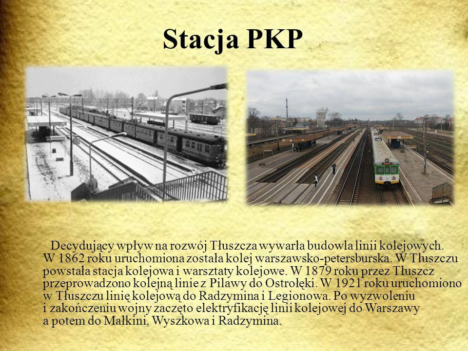 Stacja PKP Decydujący wpływ na rozwój Tłuszcza wywarła budowla linii kolejowych.