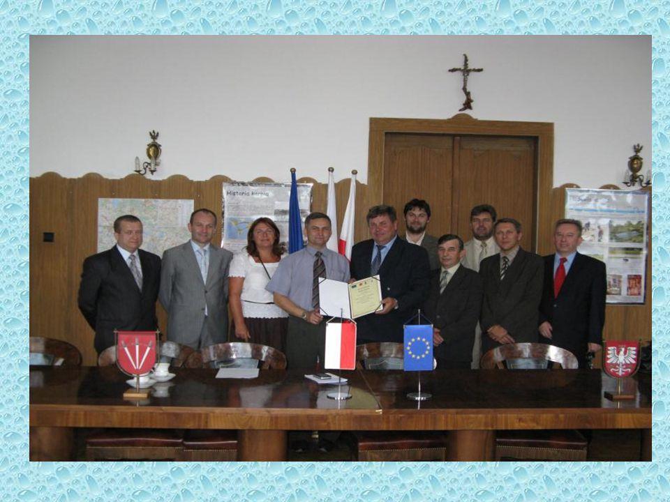 Lokalna Grupa Działania Stowarzyszenie Dolina Karpia wdraża Program Rozwoju Obszarów Wiejskich na lata 2007-2013 oś 4 Leader stanowiąc Lokalną Grupę Działania.