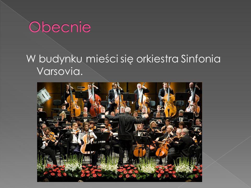 W budynku mieści się orkiestra Sinfonia Varsovia.