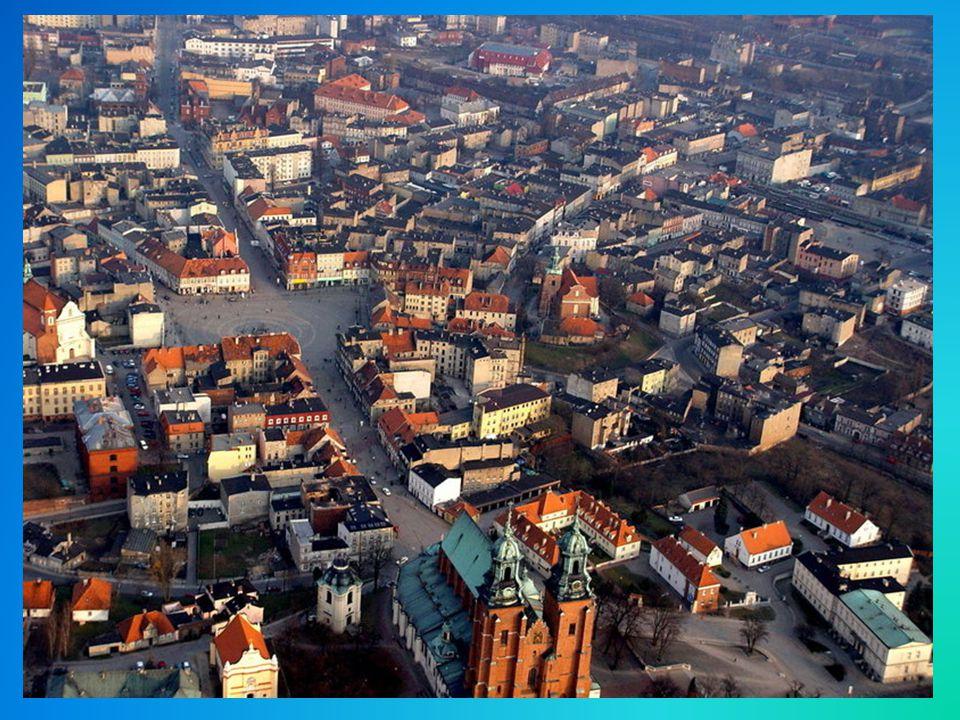 Obecnie muzeum nic nie ma do zaoferowania, piętro nieczynne z powodu przecieku dachu a parter można zwiedzić w 15 minut.Zero eksponatów przedstawiających początek państwa polskiego.