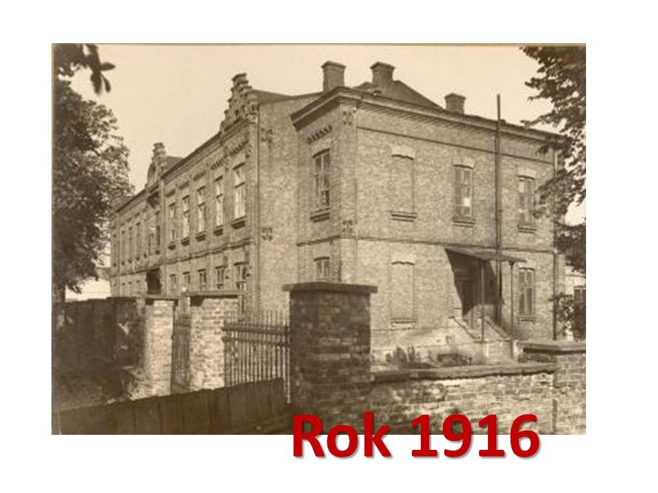 Naukę wznowiono dopiero w roku 1916, w całkiem innej niż poprzednia oprawie. Rok 1916