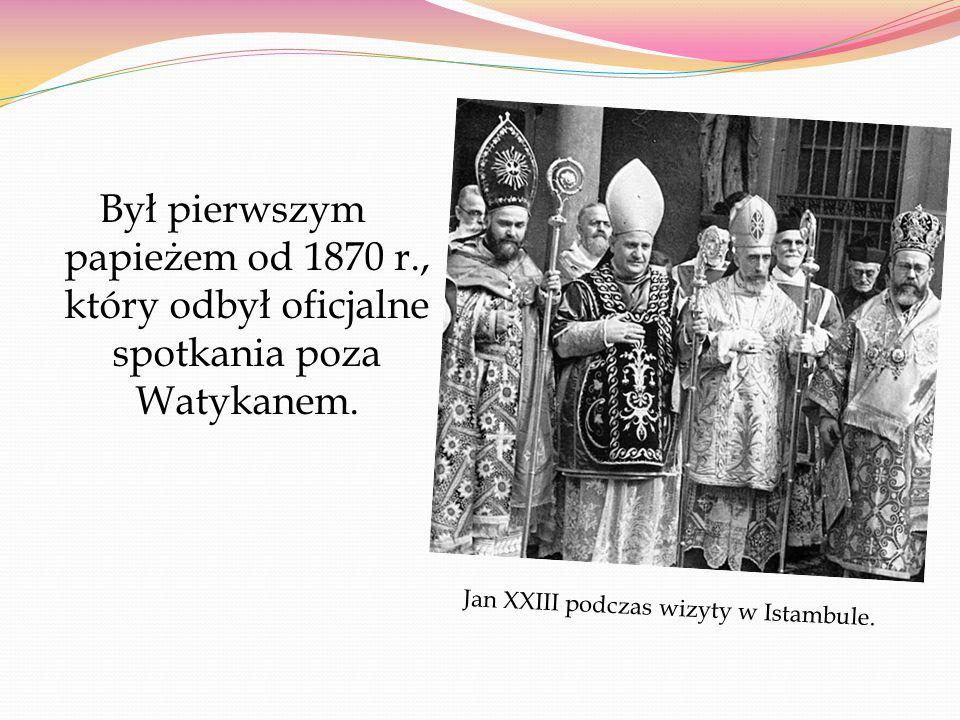 """Sobór watykański II przyjął """"Konstytucję o Liturgii Świętej."""