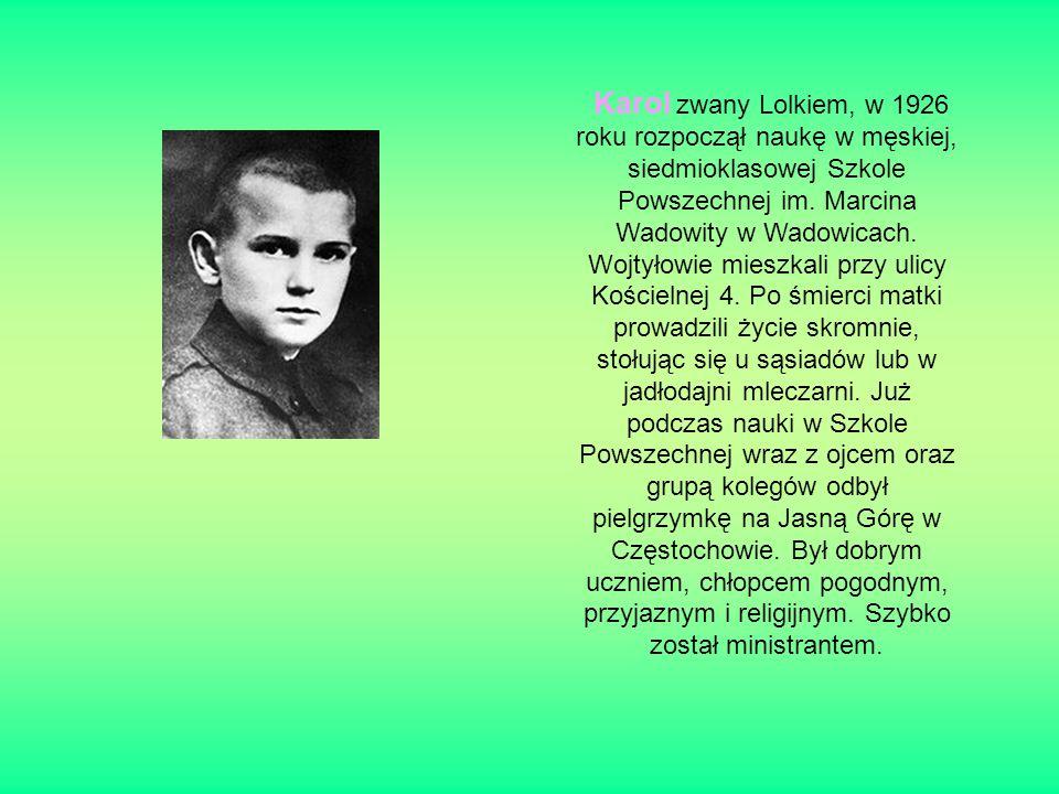 Karol zwany Lolkiem, w 1926 roku rozpoczął naukę w męskiej, siedmioklasowej Szkole Powszechnej im.