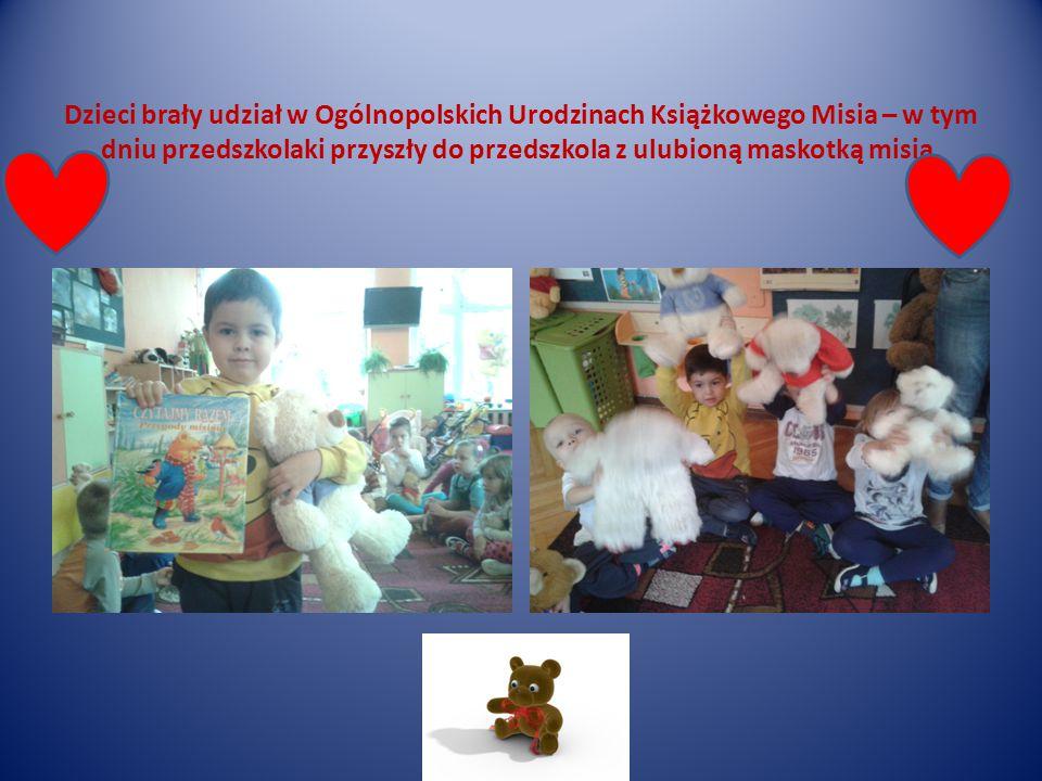 Dzieci brały udział w Ogólnopolskich Urodzinach Książkowego Misia – w tym dniu przedszkolaki przyszły do przedszkola z ulubioną maskotką misia.