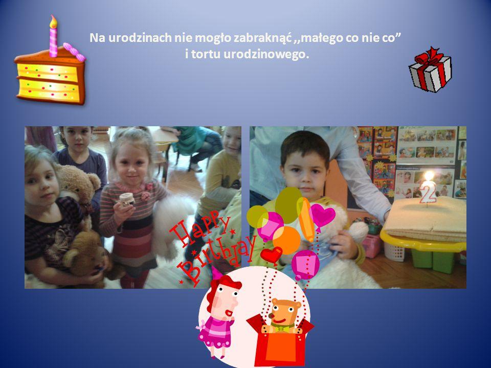 Na urodzinach nie mogło zabraknąć,,małego co nie co i tortu urodzinowego.