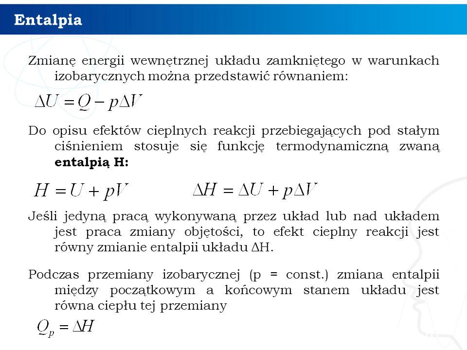 Entalpia Zmianę energii wewnętrznej układu zamkniętego w warunkach izobarycznych można przedstawić równaniem: Do opisu efektów cieplnych reakcji przeb