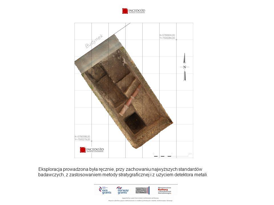 Eksploracja prowadzona była ręcznie, przy zachowaniu najwyższych standardów badawczych, z zastosowaniem metody stratygraficznej i z użyciem detektora metali.