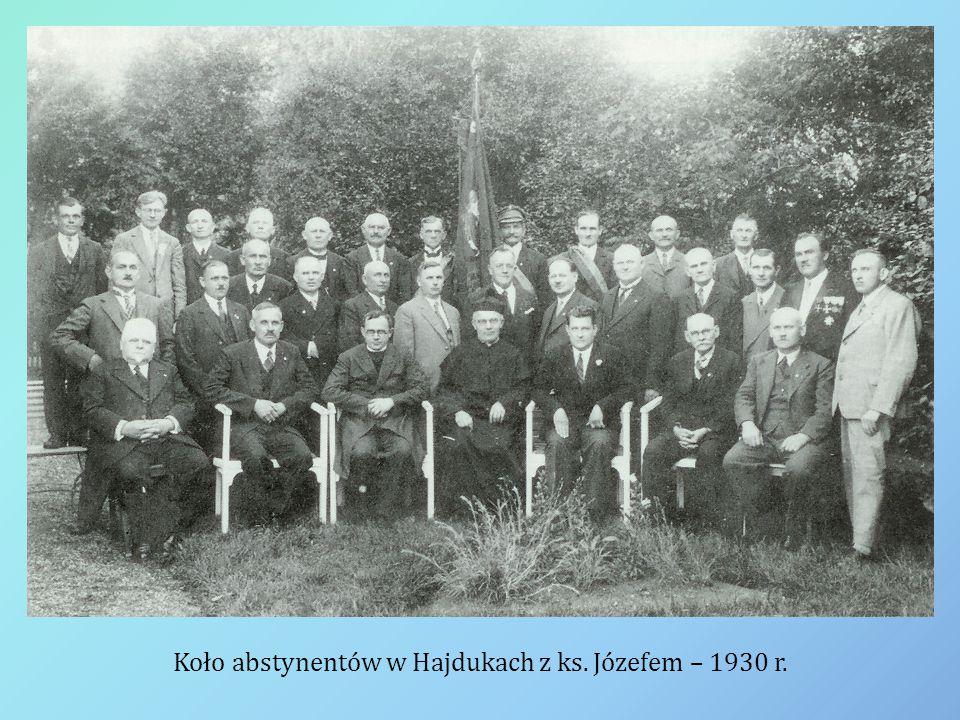 Koło abstynentów w Hajdukach z ks. Józefem – 1930 r.
