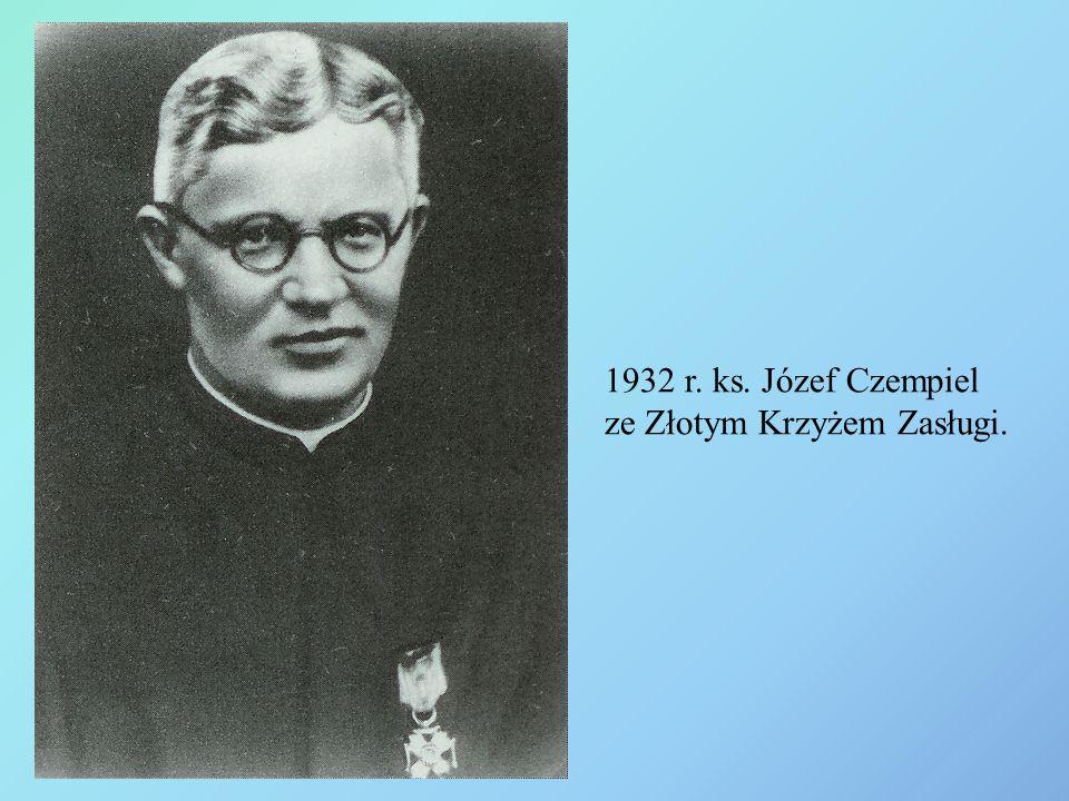 1932 r. ks. Józef Czempiel ze Złotym Krzyżem Zasługi.