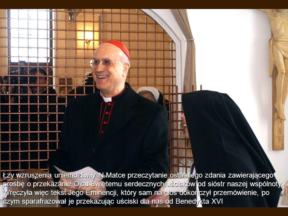 Łzy wzruszenia uniemożliwiły N.Matce przeczytanie ostatniego zdania zawierającego prośbę o przekazanie Ojcu Świętemu serdecznych uścisków od sióstr na