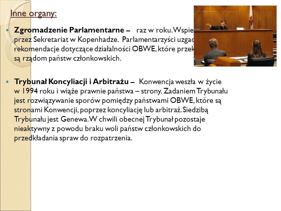 Zgromadzenie Parlamentarne – raz w roku. Wspierane jest przez Sekretariat w Kopenhadze.
