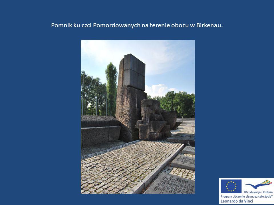 Pomnik ku czci Pomordowanych na terenie obozu w Birkenau.