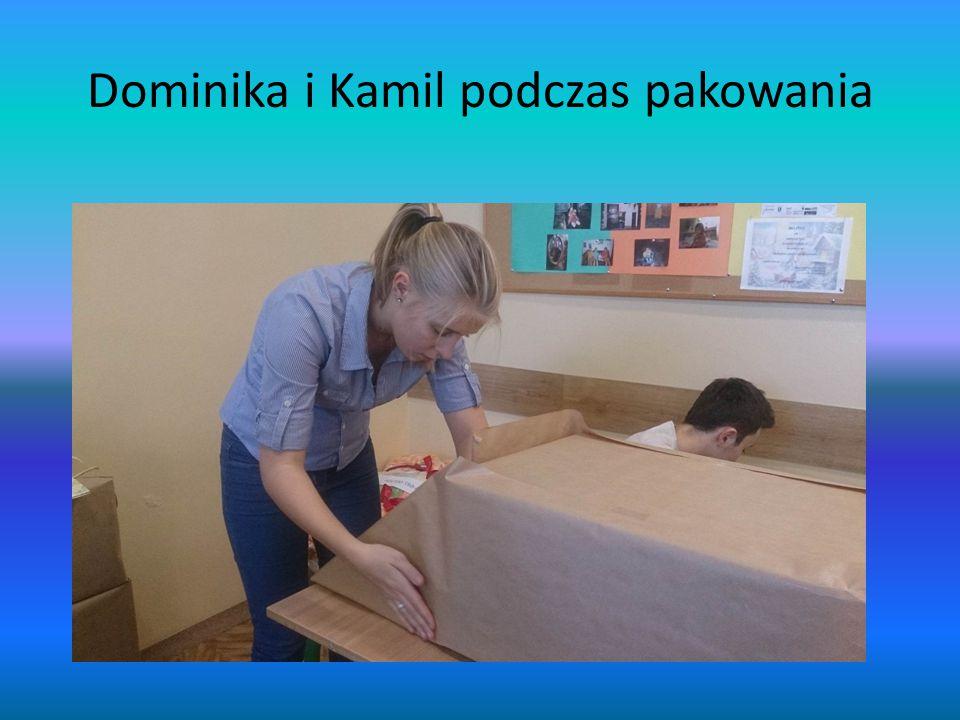 Dominika i Kamil podczas pakowania