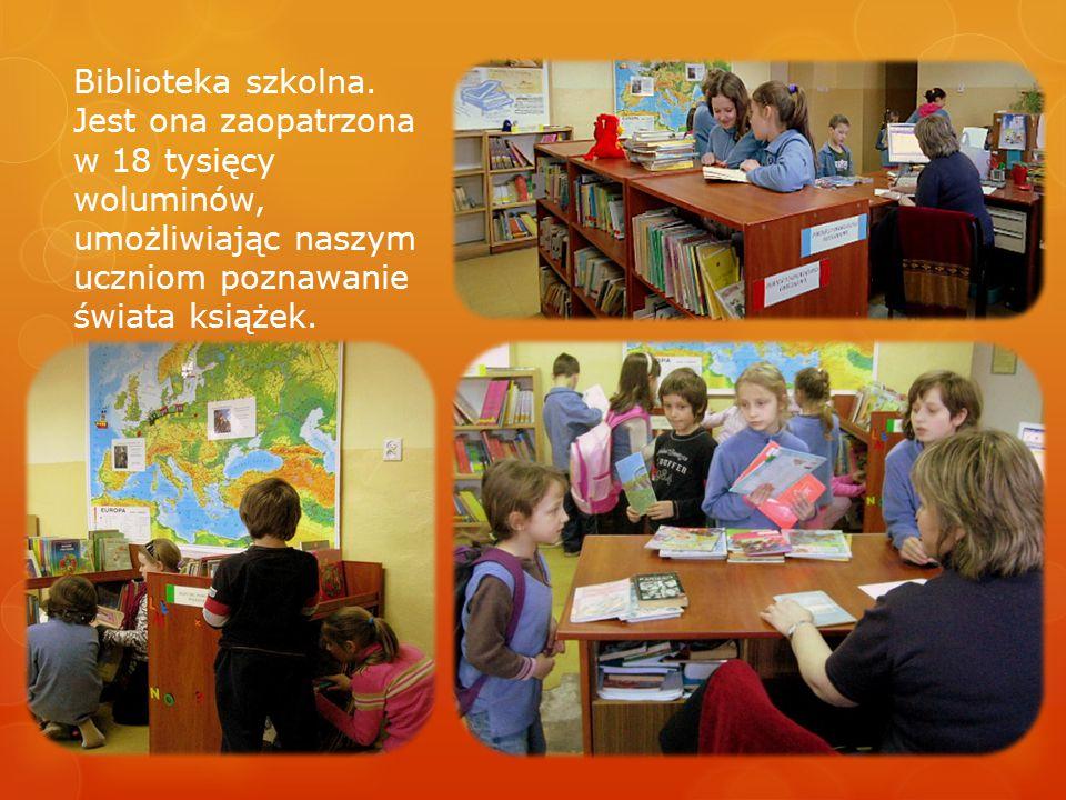 Biblioteka szkolna. Jest ona zaopatrzona w 18 tysięcy woluminów, umożliwiając naszym uczniom poznawanie świata książek.