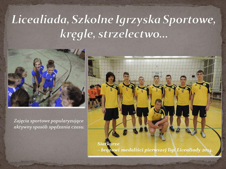 Siatkarze – brązowi medaliści pierwszej ligi Licealiady 2014. Zajęcia sportowe popularyzujące aktywny sposób spędzania czasu.