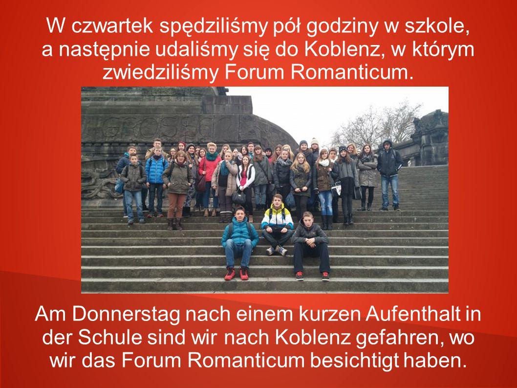 W czwartek spędziliśmy pół godziny w szkole, a następnie udaliśmy się do Koblenz, w którym zwiedziliśmy Forum Romanticum. Am Donnerstag nach einem kur