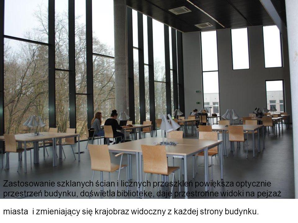 Zastosowanie szklanych ścian i licznych przeszkleń powiększa optycznie przestrzeń budynku, doświetla bibliotekę, daje przestronne widoki na pejzaż mia