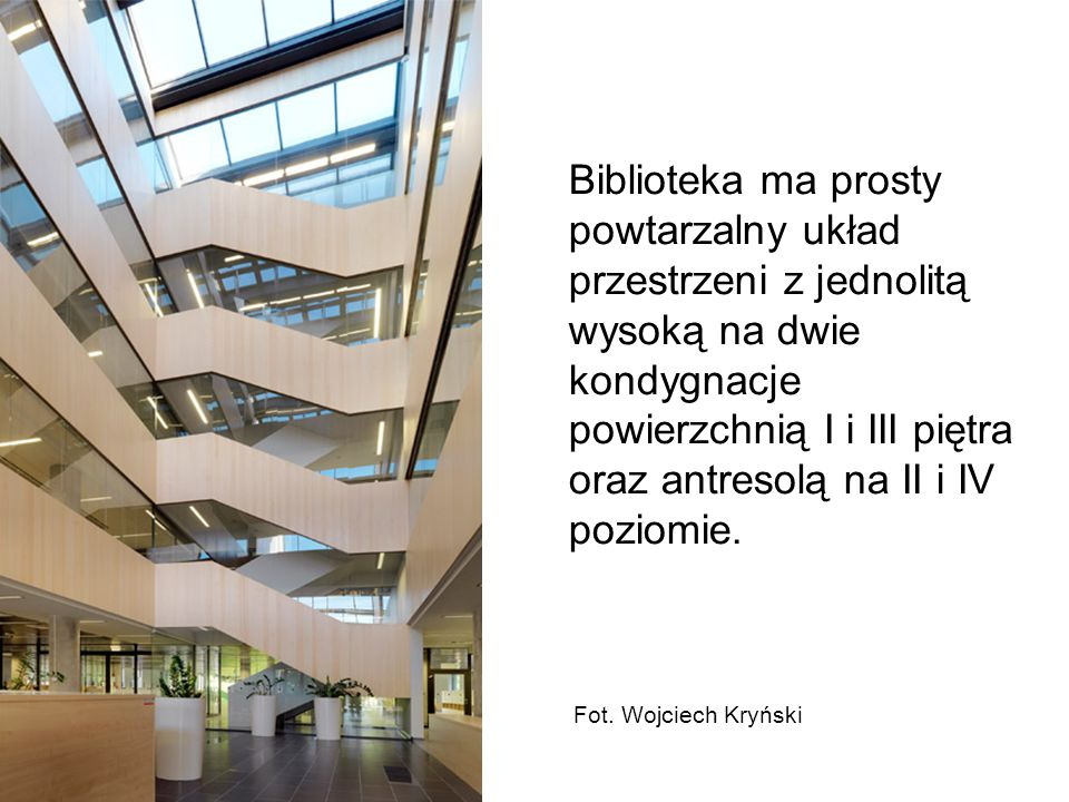 Biblioteka ma prosty powtarzalny układ przestrzeni z jednolitą wysoką na dwie kondygnacje powierzchnią I i III piętra oraz antresolą na II i IV poziom