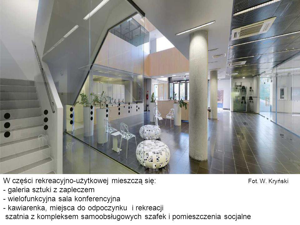 W części rekreacyjno-użytkowej mieszczą się: Fot. W. Kryński - galeria sztuki z zapleczem - wielofunkcyjna sala konferencyjna - kawiarenka, miejsca do