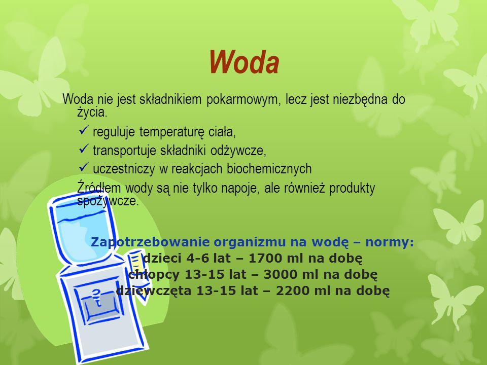 Woda Woda nie jest składnikiem pokarmowym, lecz jest niezbędna do życia. reguluje temperaturę ciała, transportuje składniki odżywcze, uczestniczy w re