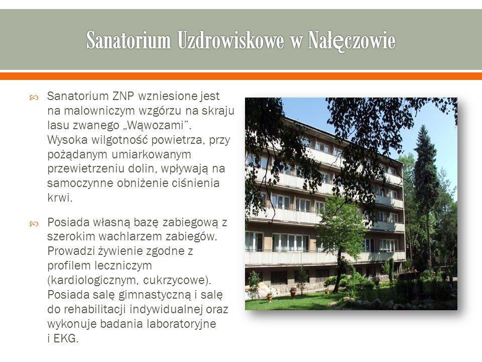 """ Sanatorium ZNP wzniesione jest na malowniczym wzgórzu na skraju lasu zwanego """"Wąwozami ."""