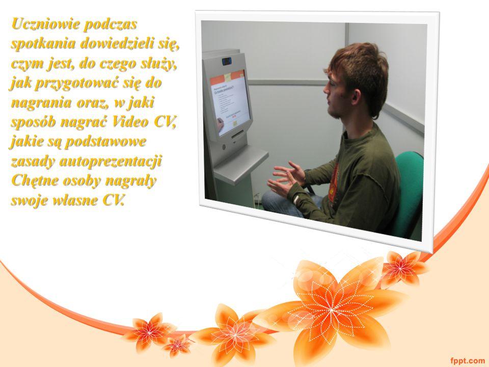 Uczniowie podczas spotkania dowiedzieli się, czym jest, do czego służy, jak przygotować się do nagrania oraz, w jaki sposób nagrać Video CV, jakie są podstawowe zasady autoprezentacji Chętne osoby nagrały swoje własne CV.