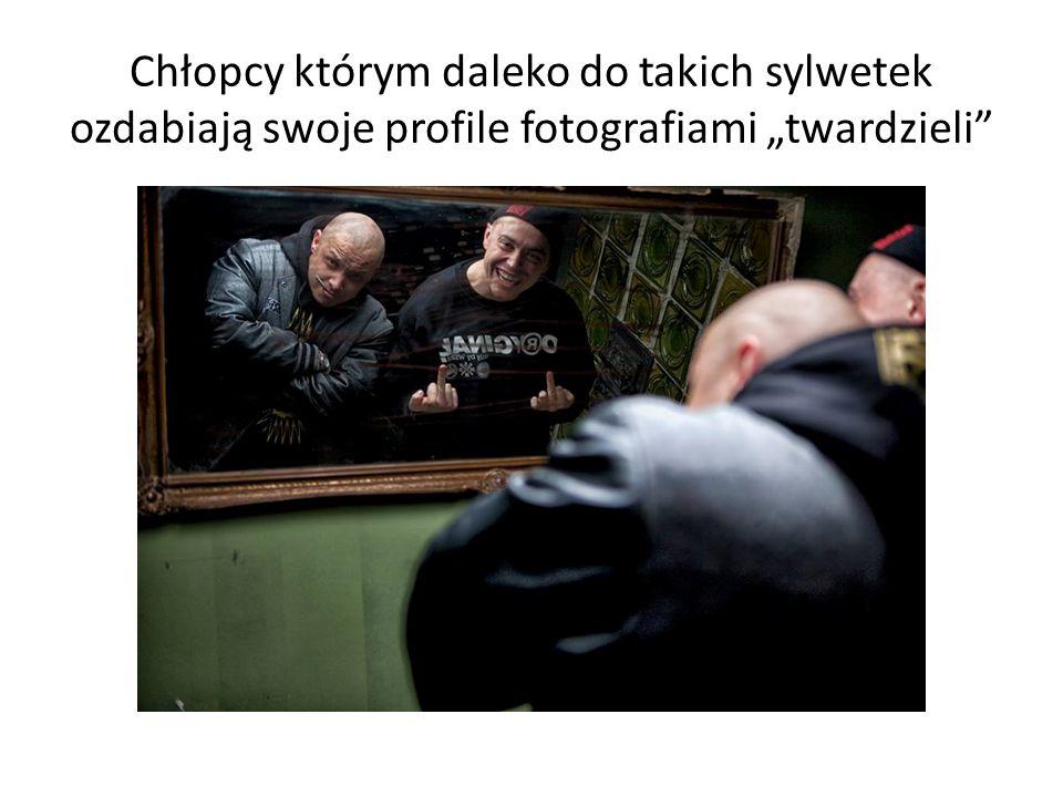 """Chłopcy którym daleko do takich sylwetek ozdabiają swoje profile fotografiami """"twardzieli"""""""