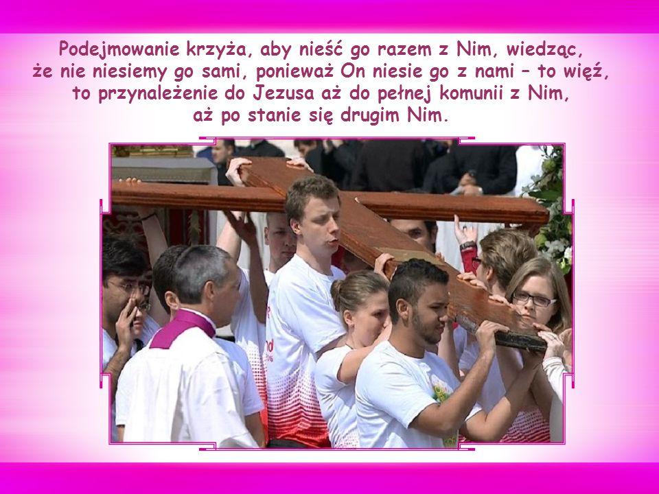 """""""Krzyż niesiony przez jednego człowieka w końcu przygniata; niesiony razem przez wielu, z Jezusem między nimi, lub gdy Jezusa bierzemy jako Cyrenejczyka, staje się lekki: staje się słodkim jarzmem."""