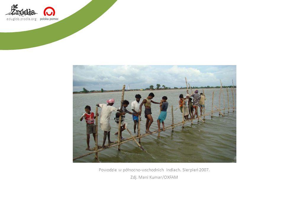 eduglob.zrodla.org Powodzie w północno-wschodnich Indiach. Sierpień 2007. Zdj. Mani Kumar/OXFAM