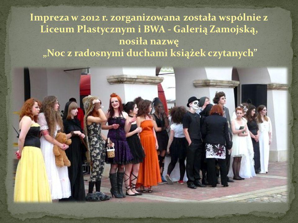 """Impreza w 2012 r. zorganizowana została wspólnie z Liceum Plastycznym i BWA - Galerią Zamojską, nosiła nazwę """"Noc z radosnymi duchami książek czytanyc"""