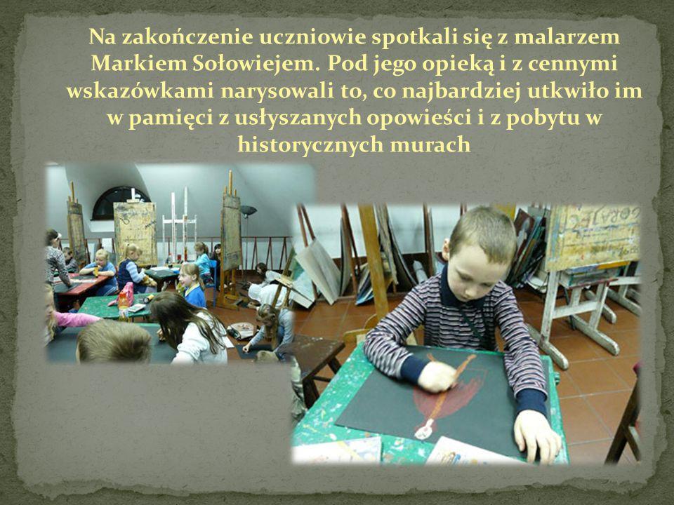Na zakończenie uczniowie spotkali się z malarzem Markiem Sołowiejem. Pod jego opieką i z cennymi wskazówkami narysowali to, co najbardziej utkwiło im