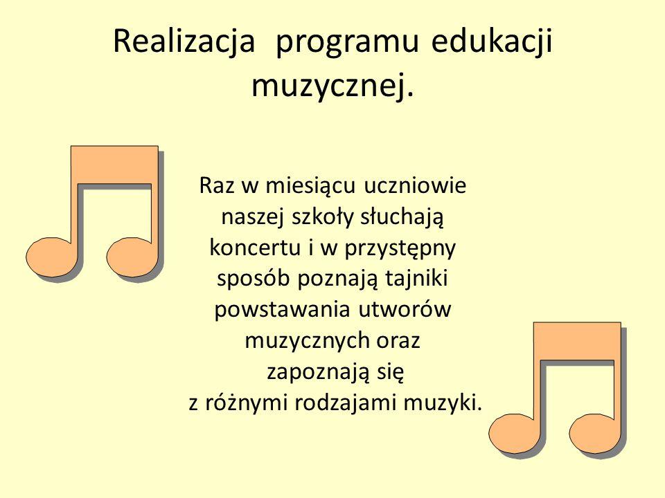 Realizacja programu edukacji muzycznej. Raz w miesiącu uczniowie naszej szkoły słuchają koncertu i w przystępny sposób poznają tajniki powstawania utw
