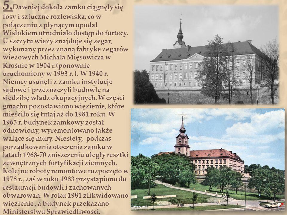 4. 4. W XIX wieku stan zamku uległ tak gwałtownemu pogorszeniu, że zaistniała potrzeba jego przebudowy. Remont zamku rozpoczęto 1 maja 1902 roku, pod