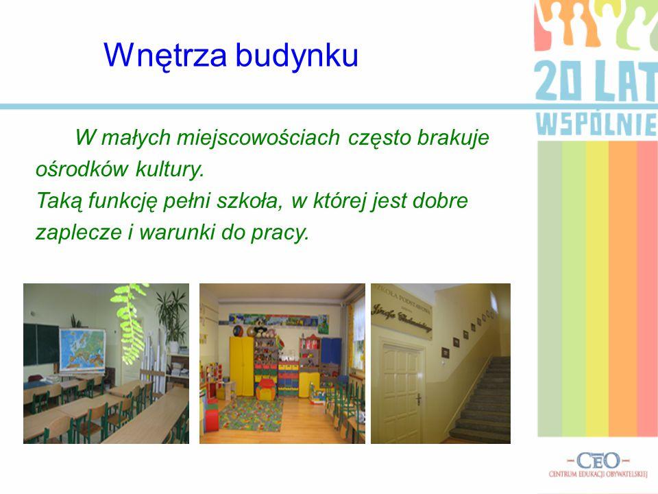 W małych miejscowościach często brakuje ośrodków kultury. Taką funkcję pełni szkoła, w której jest dobre zaplecze i warunki do pracy. Wnętrza budynku