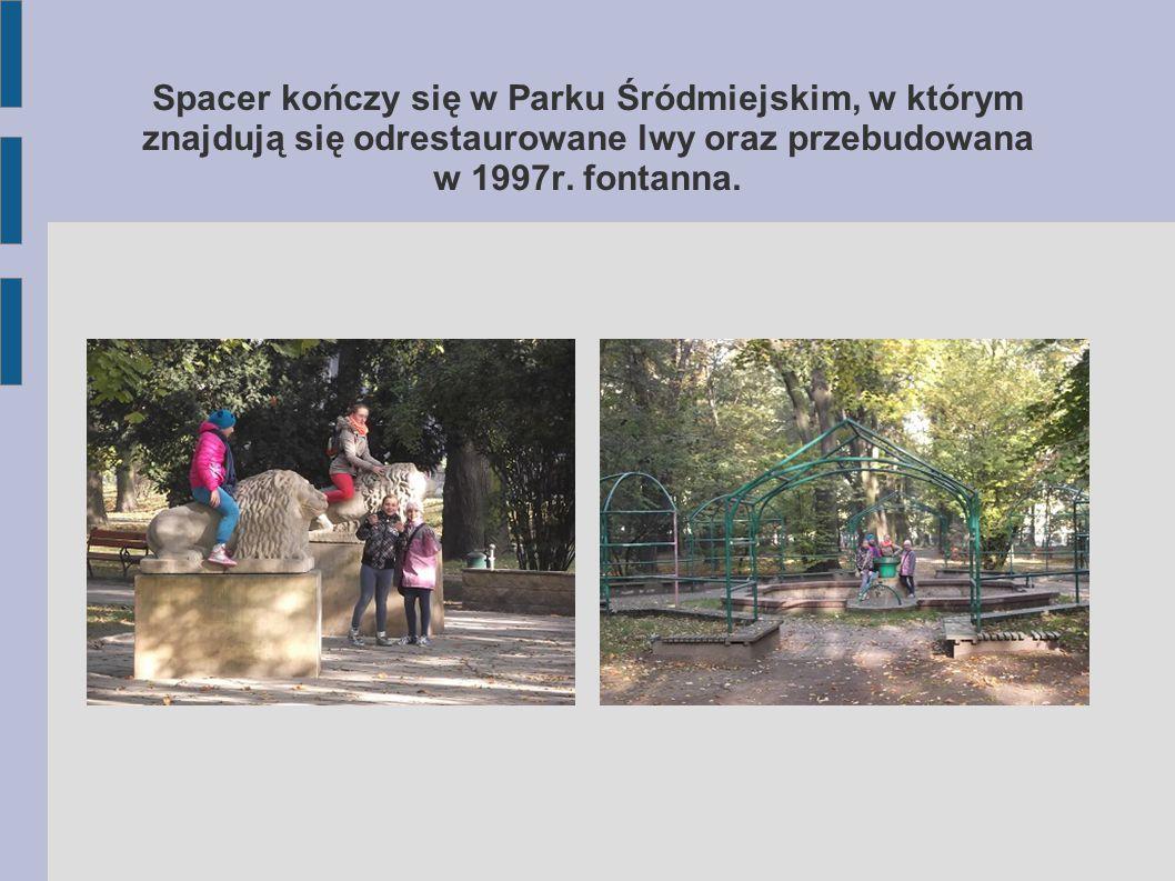 Tuż obok znajdują się stare zabudowania, w których mieścił się w okresie okupacji hitlerowskiej obóz dla przesiedlonych Polaków.